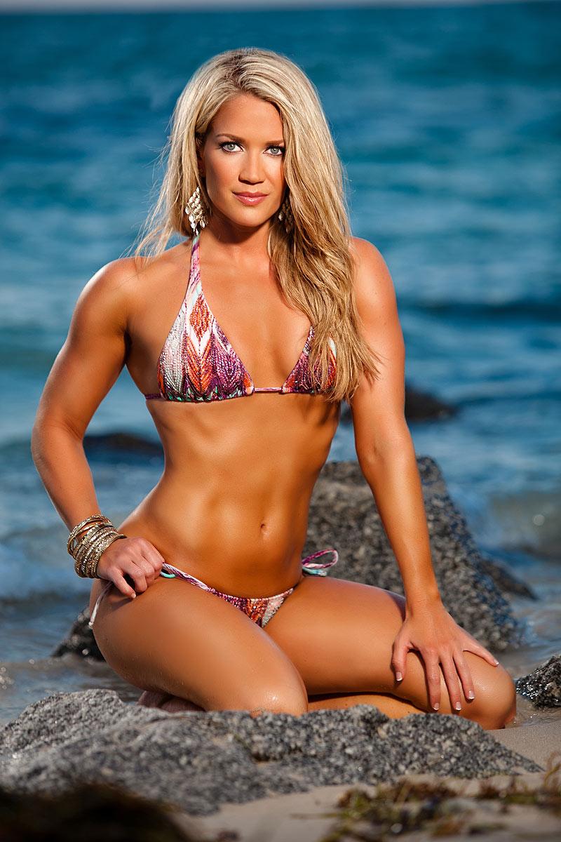 model Eva bikini simon